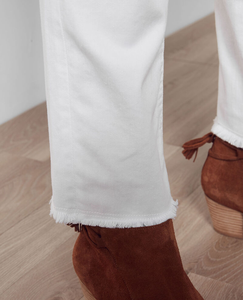 "Tomboyish ""Garçon manqué"" boyfriend jeans with frayed hem Off white Camina"