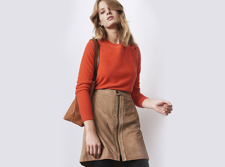 Women look -  Cashmere jumper, suede skirt and leather tote bag