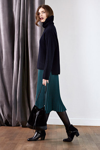 Look - Skirt, Wool jumper, Leather shopper, Leather boots