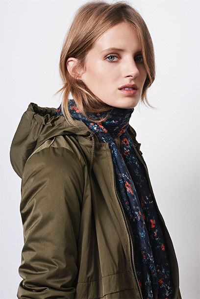 Women look - hooded parka and printed scarf