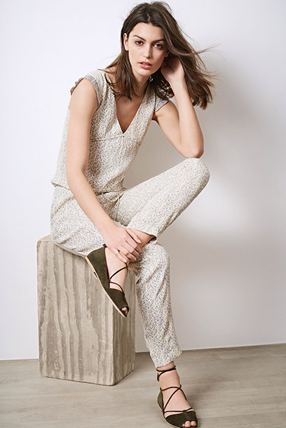 Look - Romantic jumpsuit and leather ballerinas