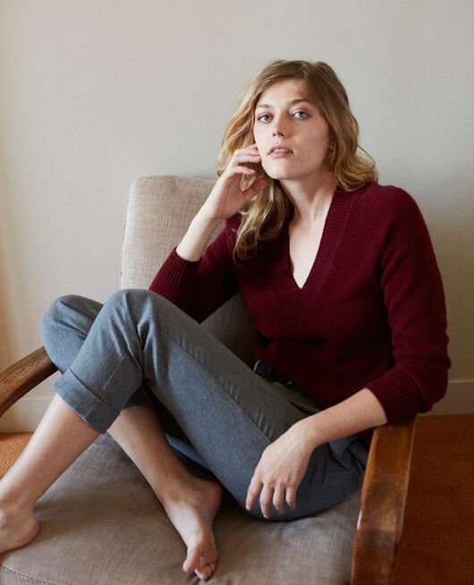 V-neck jumper with wide rib trim 100% cashmere CABERNET