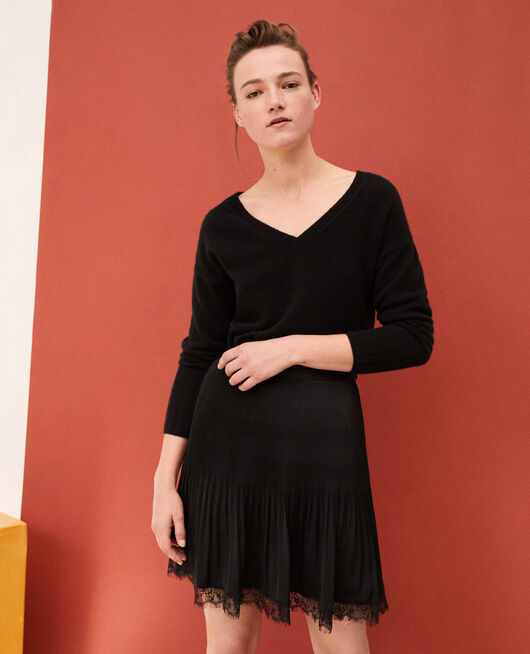 Pleated skirt with lace detail Black