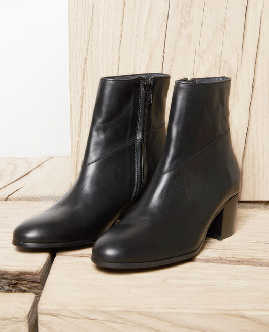 Black leather ankle boots NOIR