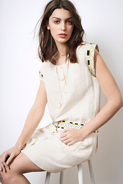 Look - Dress with embroideries and double chain necklace