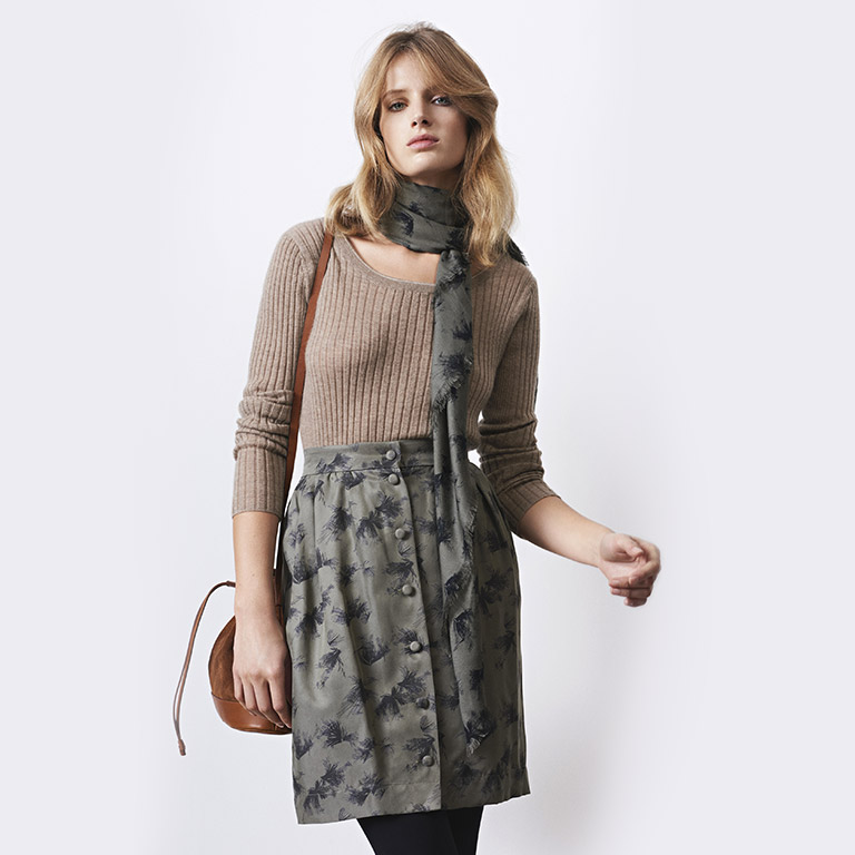 Women look -  Cashmere jumper and print skirt