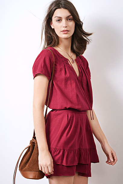 Look - Frilly dress, necklace and leather bag